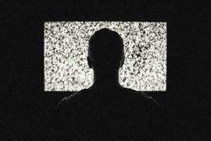 imagen-hombre-viendo-tv